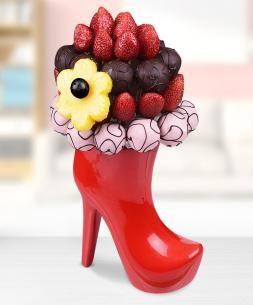 https://www.cicekcibiziz.com//img/product/m/topuklu-cilek-ve-truffle-aranjmani-RK.jpg