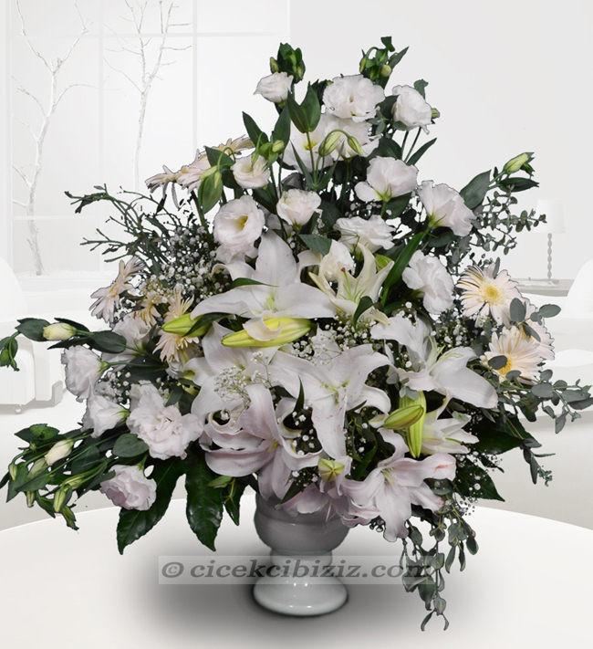 Beyaz Lilyum Çiçeği Prensesi