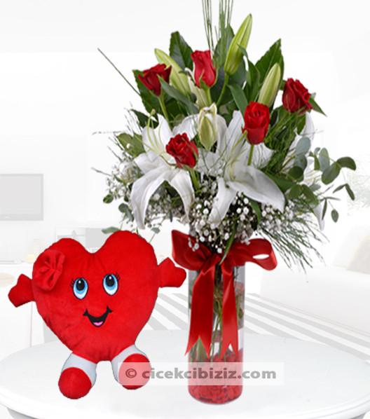 Kalp Yastıklı Kırmızı Gül & Lilyum Aranjmanı