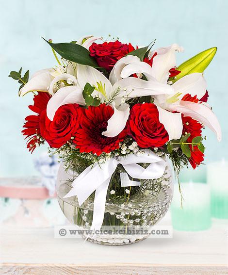 Kır Çiçekleri ve  Kırmızı Gül