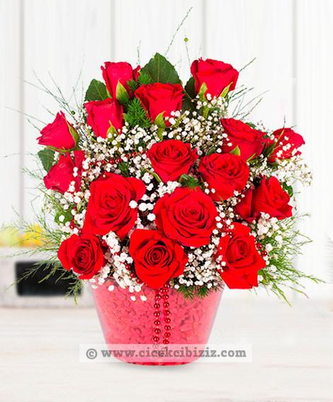 Kırmızı Güllerle Aşkını Hissettir