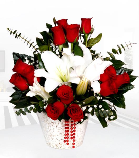Kırmızı Gül ve Beyaz Lilyumun Büyüsü