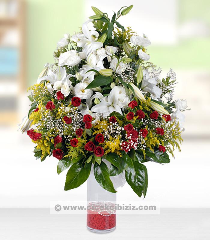 Lilyum Çiçeği ve Kırmızı Gülün Aşkı