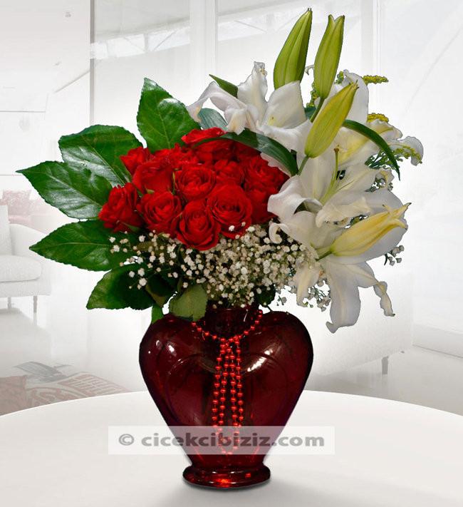 Mis Kokulu Lilyum Çiçeği ve Gül