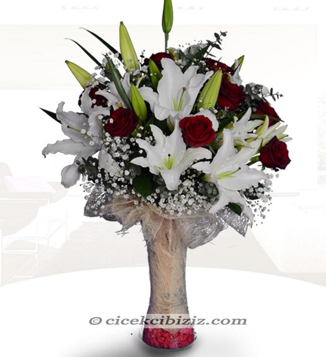 Lilyum Çiçeği ve Gül