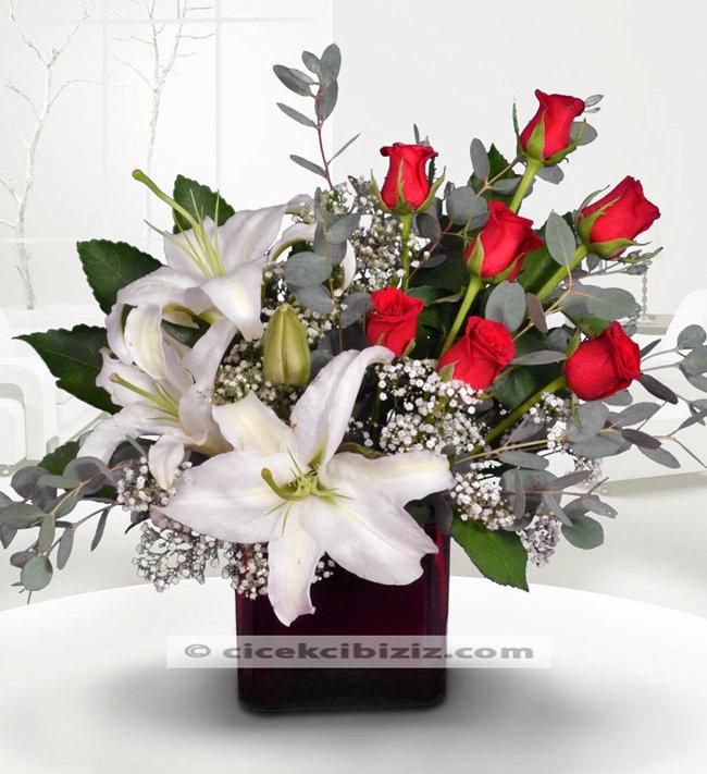 Sultanım Lilyum Çiçeği ve Gül Aranjmanı